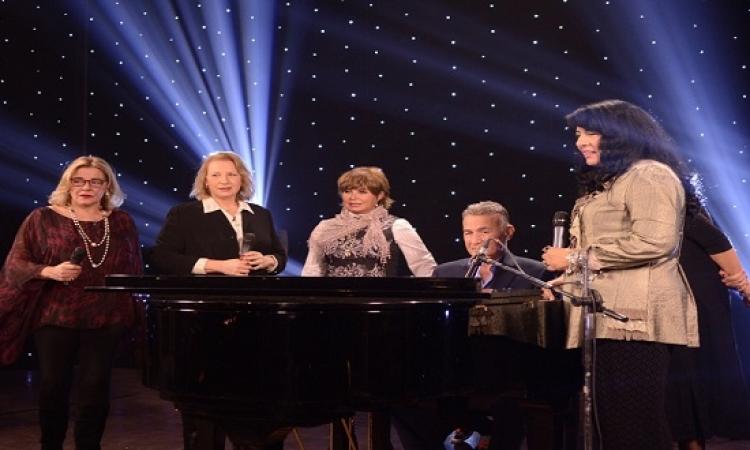 """""""الفور إم"""" يعودون للغناء من جديد .. بركاتك يا ماما نجوى !!"""