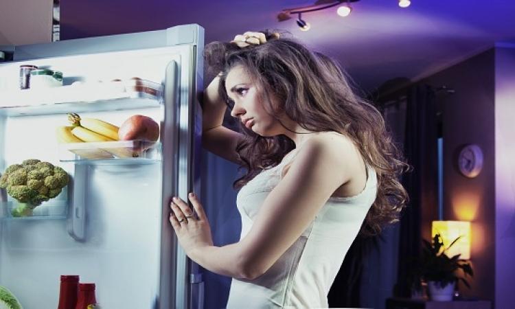 تناول الطعام ليلا يضر بالدماغ.. خفوا شوية