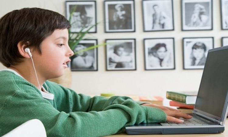 إدمان الإنترنت بين الطلاب يؤدى إلى المشاكل والنزاعات العائلية