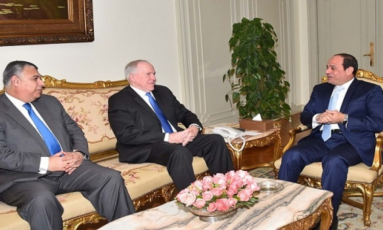 السيسى يبحث مكافحة الارهاب مع مدير المخابرات الأمريكية