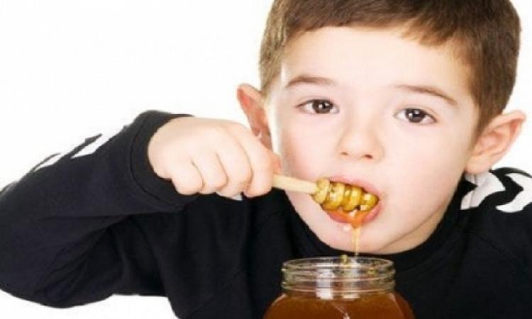 العسل الأبيض يساعد على تخفيف السعال الليلى