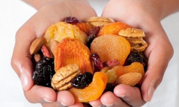 تباين الآراء حول فوائد وأضرار الفواكه المجففة!!