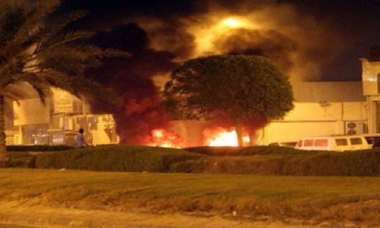 مجهولون يلقون قنابل حارقة على مجمع مخابرات بالقطيف