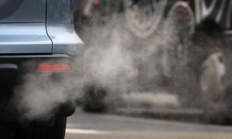 دراسة : عوادم السيارات قد تصيب النساء بالعقم