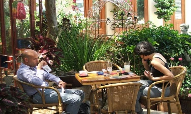 قصة فتاة وشاب فى المقهى .. لا تتسرع بالحكم!!