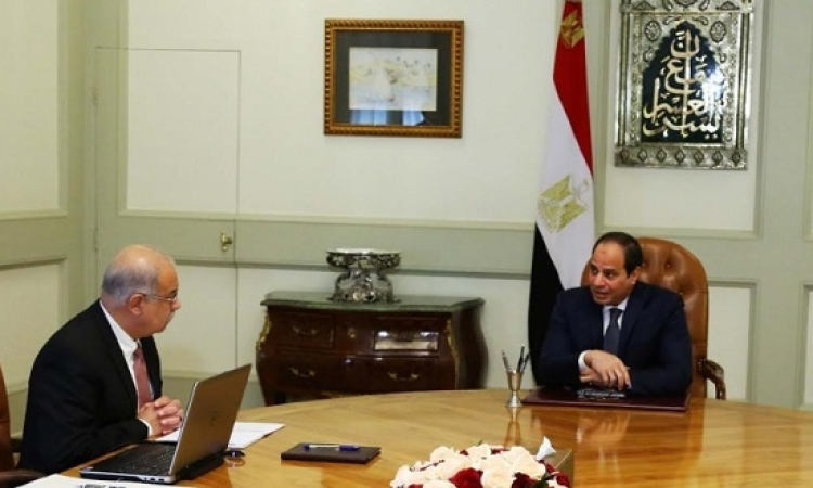 شريف إسماعيل يستعرض أمام السيسى تخفيف الأعباء عن المواطنين