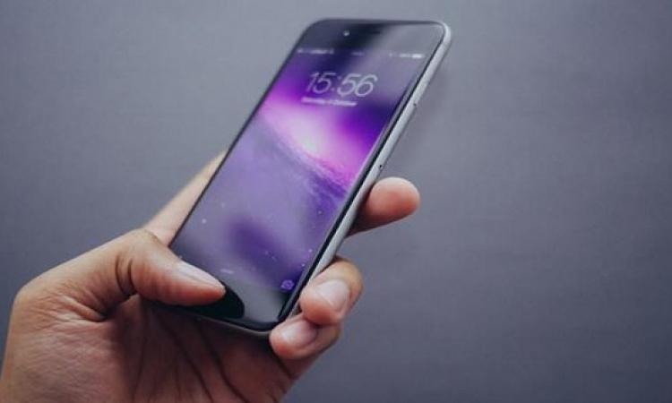 أبل تكشف عن جهازين ذكيين جديدين : أيفون وايباد