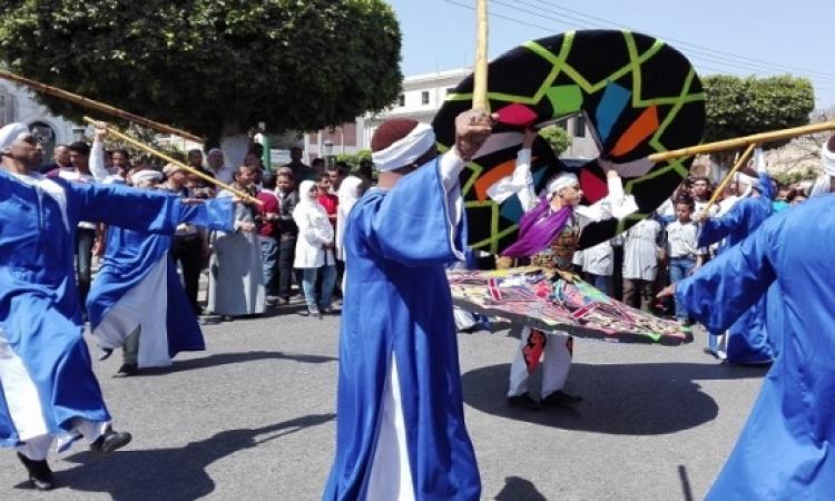 """بالصور.. فرقة """"الفنون الشعبية"""" تحتفل بالعيد القومى للمنيا"""