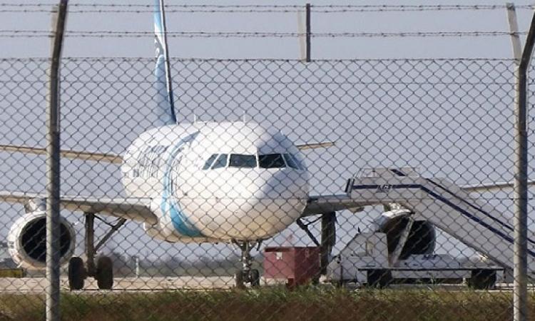 انتهاء عملية اختطاف الطائرة المصرية باطلاق سراح جميع الركاب واعتقال الخاطف