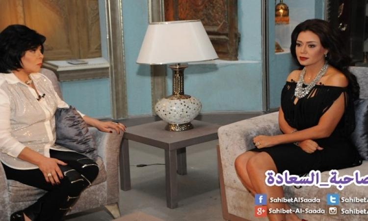 بالصور .. رانيا يوسف فى جلسة تأمل مع صاحبة السعادة .. يوجا بقى وكده !!