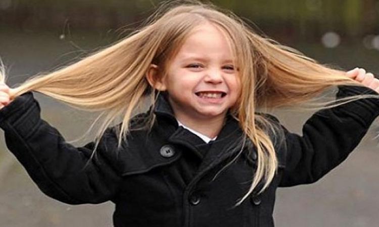 نصائح سحرية .. كيف تقومين بتطويل شعر طفلتك ؟