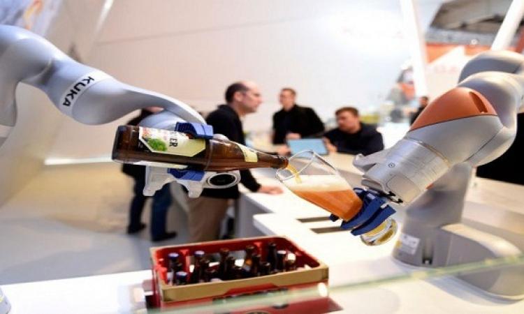 بالصور .. روبوت جديد يقدم المشروبات .. اشرب يا برنس !!