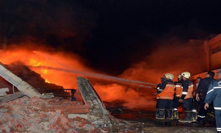 القوات المسلحة تدفع بـ 10 سيارات للسيطرة على حريق مصنع العبور