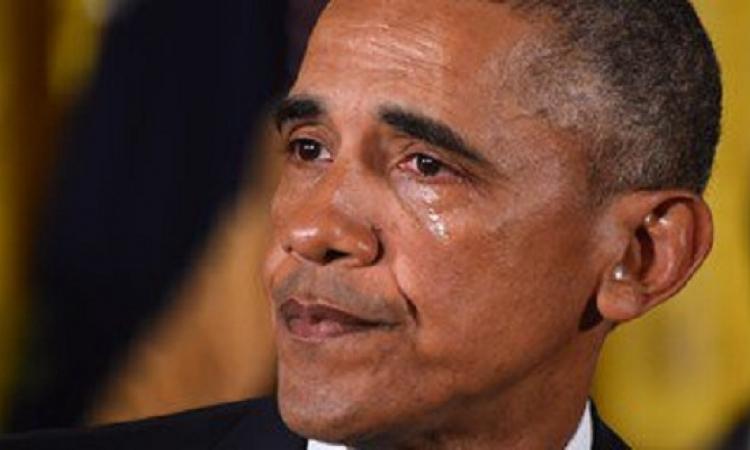 بالفيديو .. أوباما يسقط الميكروفون باكيا فى العشاء الأخير : Obama out