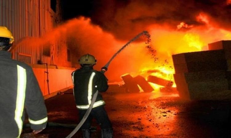السيطرة على الحريق الكبير الذى شب بمنطقة الرويعى بوسط القاهرة
