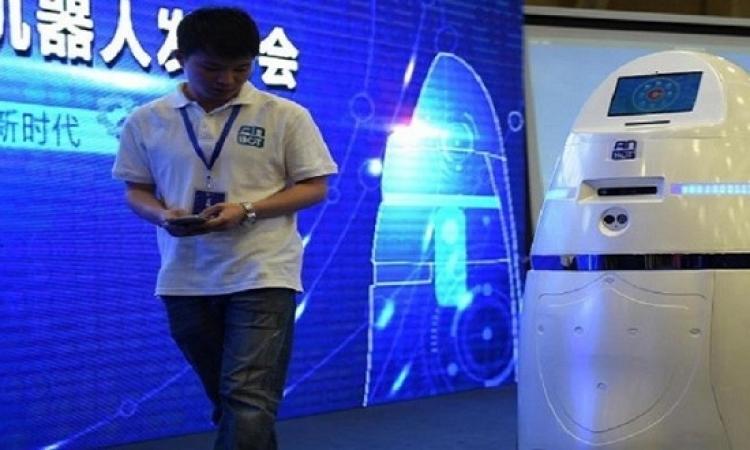 الصين تطور روبوتا لصعق المتظاهرين بالكهرباء