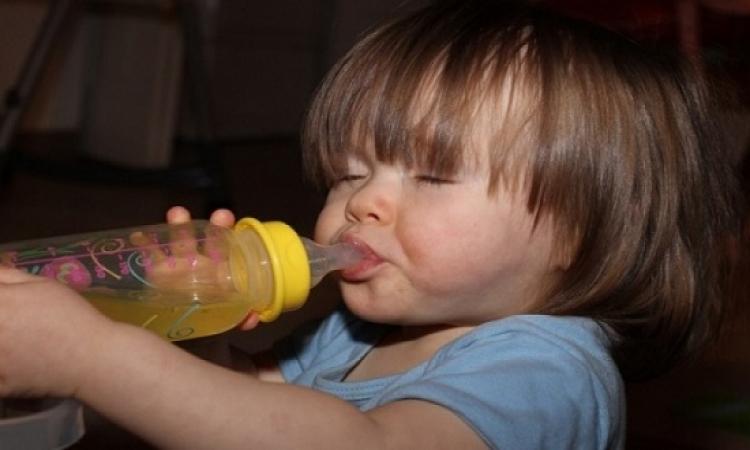 عصير التفاح المخفف أفضل علاج للحد من الإصابة بالجفاف