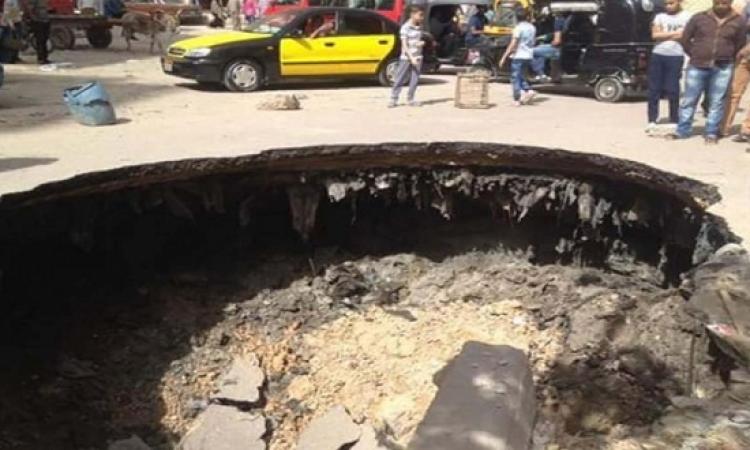 بالصور .. هبوط أرضى مفاجئ يربك المرور فى الإسكندرية
