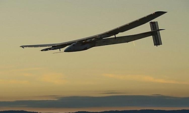 طائرة شمسية تهبط بإسبانيا بعد أن عبرت الأطلسى فى ثلاثة أيام