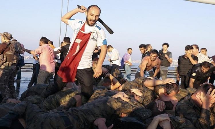 صور مهينة ومذلة للجنود الاتراك بعد فشل الانقلاب