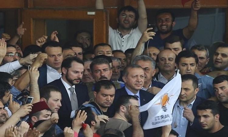 أردوغان يحث انصاره على البقاء فى الشوارع ويؤكد سيطرته على السلطة
