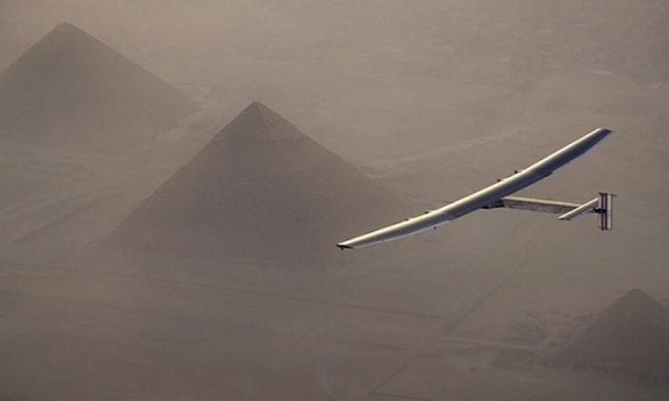 سولار إمبالس 2 تهبط فى القاهرة بعد تحليقها فوق الأهرامات