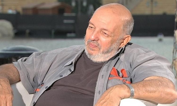 وفاة المخرج الكبير محمد خان عن 74 عامًا إثر أزمة صحية