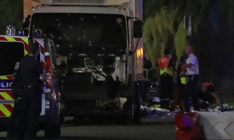 بالفيديو .. لحظة عملية الدهس الارهابية فى نيس بفرنسا
