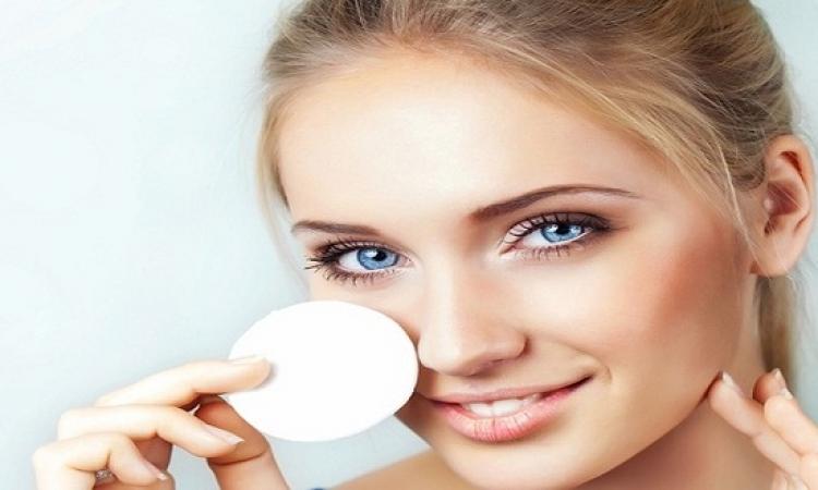 تعرفى على البدائل الطبيعية لإزالة آثار المكياج من بشرتك