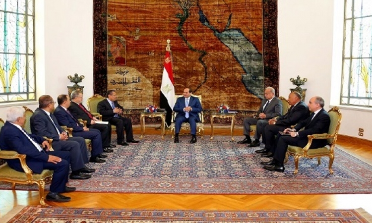السيسى يلتقى رئيس وزراء اليمن ويؤكد أهمية الحل السياسى