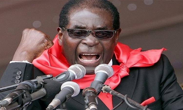إقالة موجابى من رئاسة الحزب الحاكم بزيمبابوى وتعيين نائبه خلفا له
