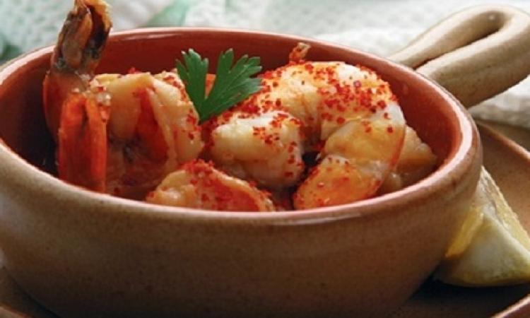 طبق اليوم .. طاجن الجمبرى اللذيذ بالطماطم
