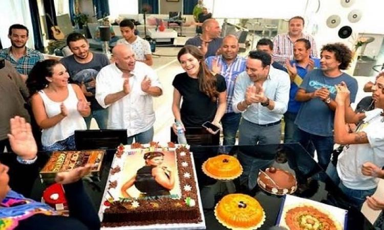 بالصور .. مصطفى قمر يحتفل بعيد ميلاد يسرا اللوزى