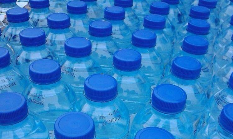 """الزجاجات البلاستيكية تخفض مستويات فيتامين """"د"""" فى الدم"""