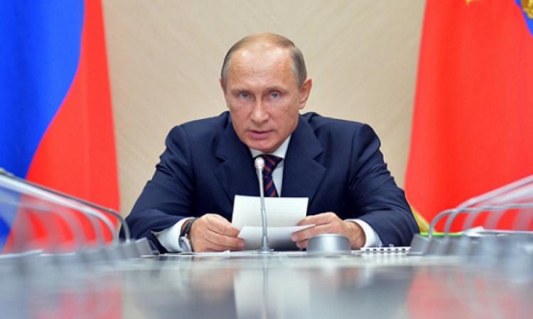 متطوعون روس يدشنون حملة توقيعات لدعم بوتين فى انتخابات الرئاسة المقبلة