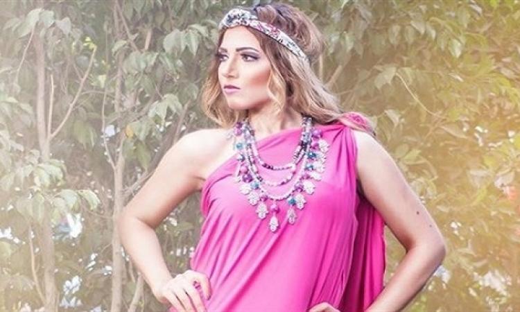 بالصور .. إيمى طلعت زكريا .. أميرة إغريقية بالفوشيا