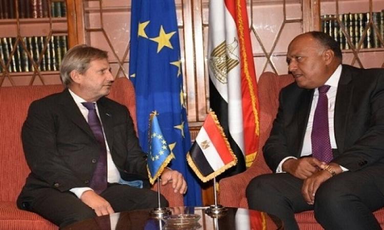 سامح شكرى يناقش قضايا المنطقة مع المفوض الأوروبى