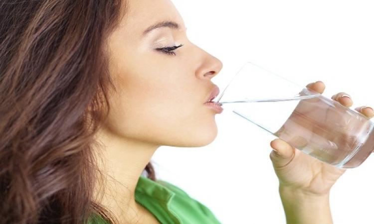 مفاجأة .. دراسة حديثة : الإفراط فى الماء يضر الصحة