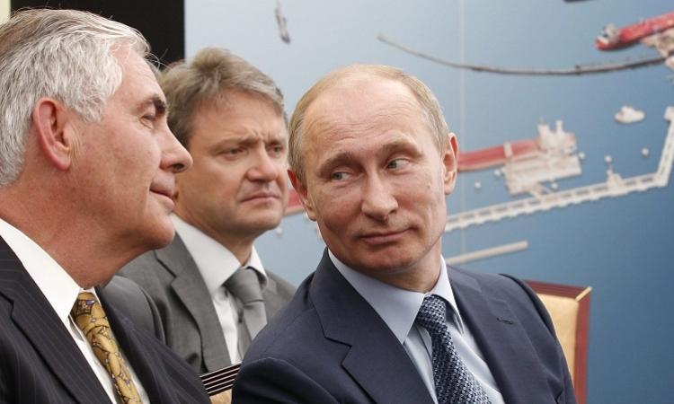 """بالفيديو.. """"بوتين"""" يُظهر موهبته الغنائية"""