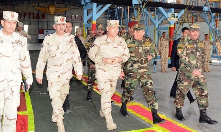 الفريق حجازى يتابع مراحل الإعداد والتدريب القتالى لقوات المظلات