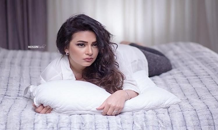 بالصور .. دنيا المصرى بصحبة ابنتها فريدة فى جلسة تصوير جديدة