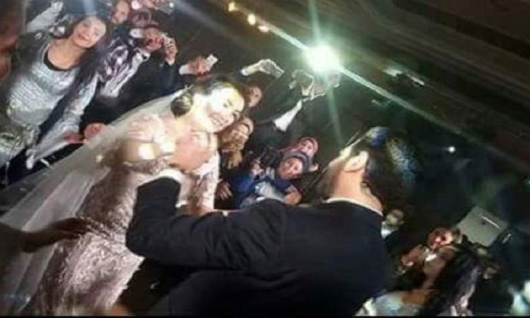 بالفيديو.. مفاجأة جريئة فجرها عمرو يوسف في زفافه على كنده علوش
