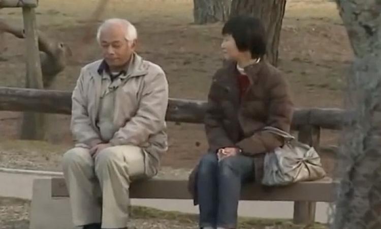 بالفيديو .. زوج يرفض الحديث إلى زوجته منذ 20 عاماً.. دا انت شايل أوى!