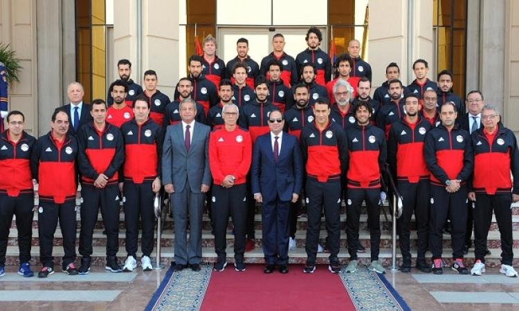 السيسى يهنئ المنتخب والمصريين بالصعود للمونديال ويلتقى اللاعبين غدا