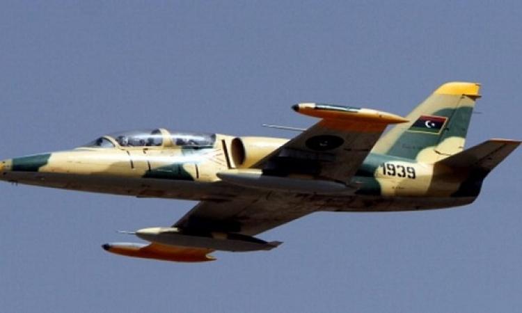 الجيش الليبى يغير على قاعدة تضم أسلحة تركية فى مطار معيتيقه