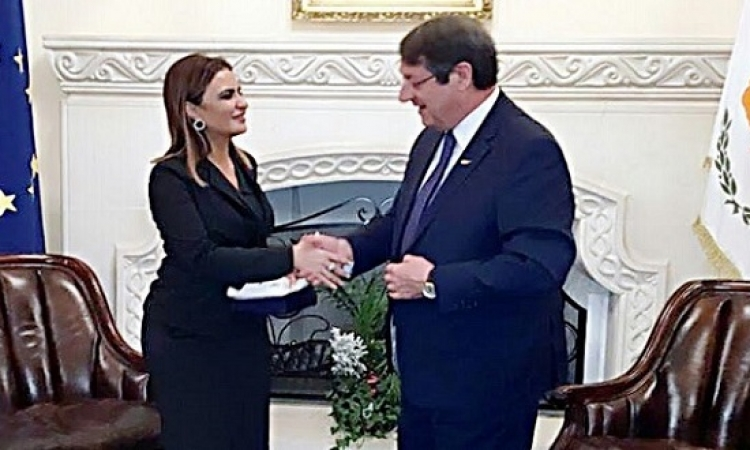 بالصور .. سحر نصر تبحث مع رئيس قبرص تعزيز العلاقات الثنائية