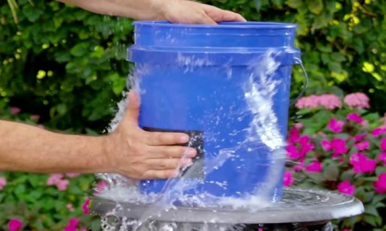 بالفيديو .. مادة لاصقة خارقة تمنع تسريب المياه بشكل مذهل