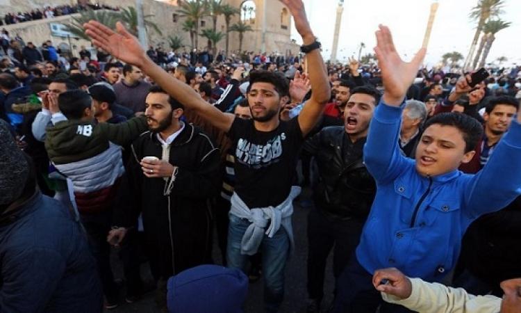 متظاهرون مؤيدون للجيش الليبى يقتحمون المجلس الرئاسى بطرابلس