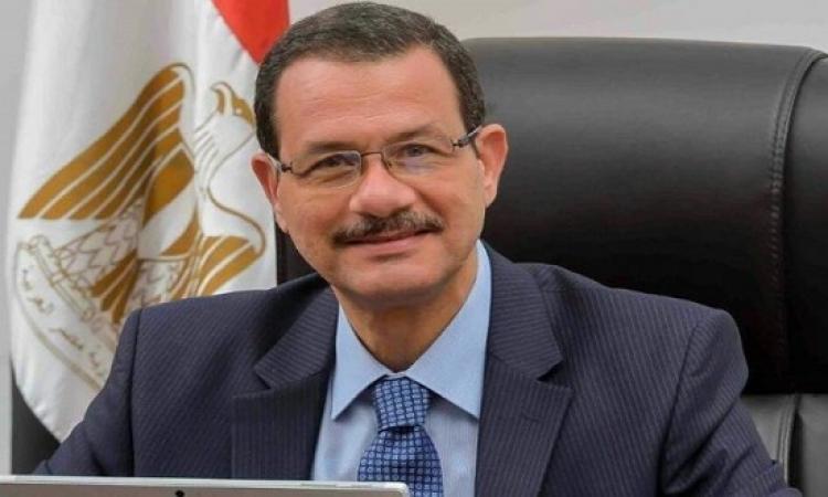 كواليس إقالة أحمد درويش من رئاسة المنطقة الاقتصادية لقناة السويس