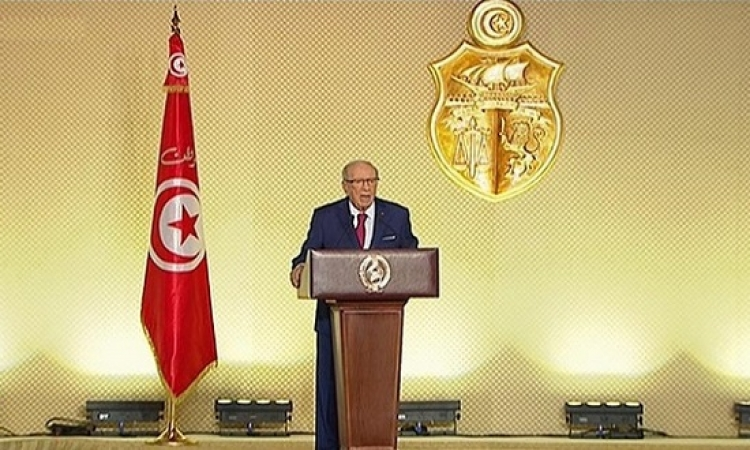 الرئيس التونسى يكلف الجيش بحماية المنشآت الحيوية للثروات الطبيعية